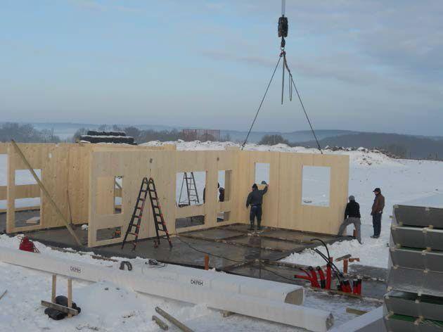 Processus constructif Montage des panneaux de bois lamellé contrecollé croisé - 1