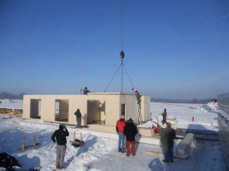 Processus constructif Montage des panneaux de bois lamellé contrecollé croisé - 3