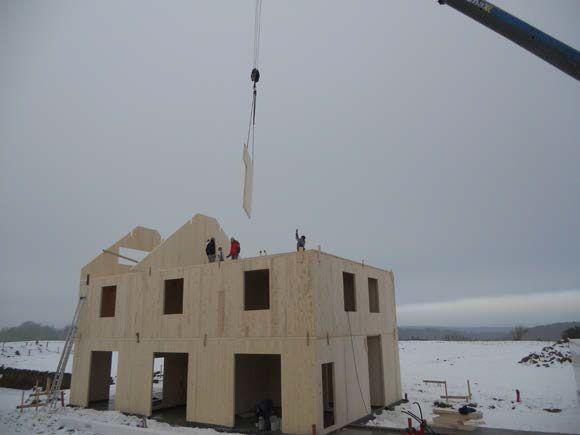 Processus constructif Montage des panneaux de bois lamellé contrecollé croisé - 5
