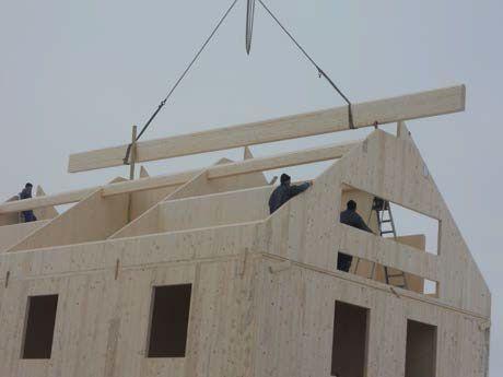 Processus constructif Montage des panneaux de bois lamellé contrecollé croisé - 6