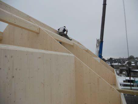 Processus constructif Montage des panneaux de bois lamellé contrecollé croisé - 7